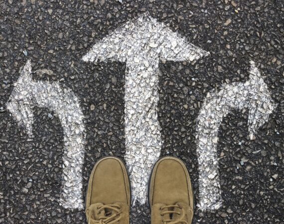The prospective new hire must consider which direction they prefer: bulge bracket vs regional based firm.